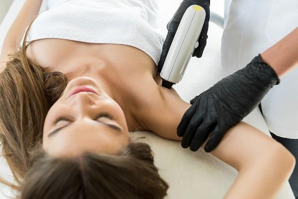 Epilazione laser dermatologo: perché rivolgersi allo Studio Dermatologico Bianchi
